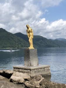 田沢湖たつこの像