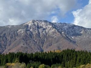 禿岳 初冠雪